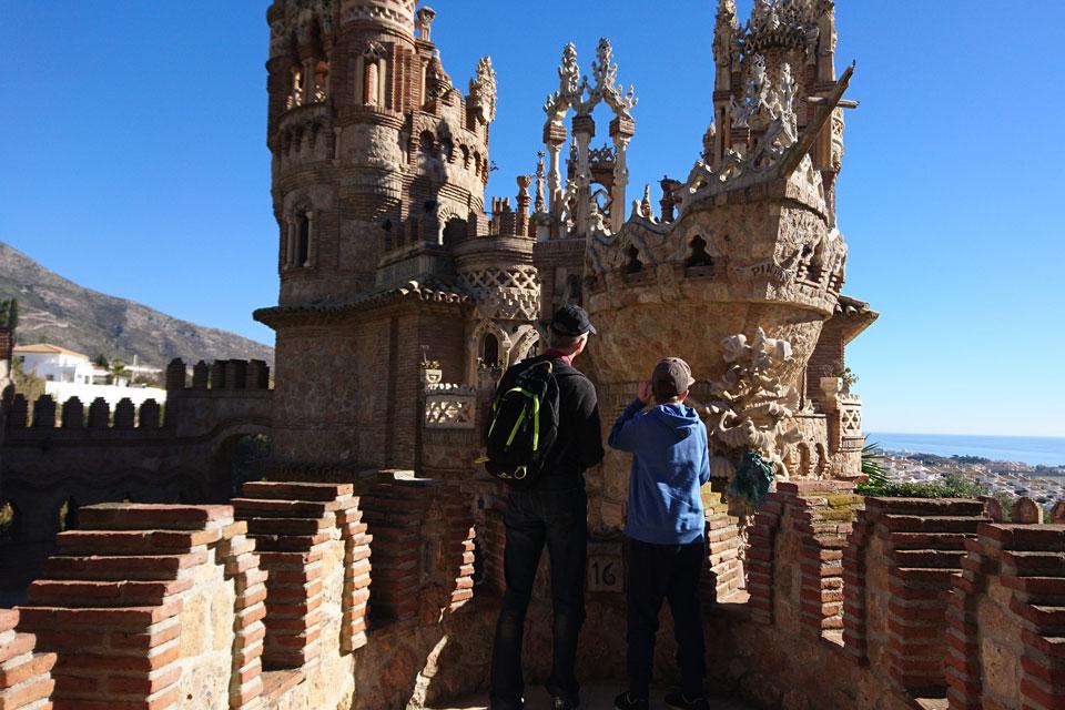 Замок Коломарес - фантазийный монумент в г. Бенальмадена