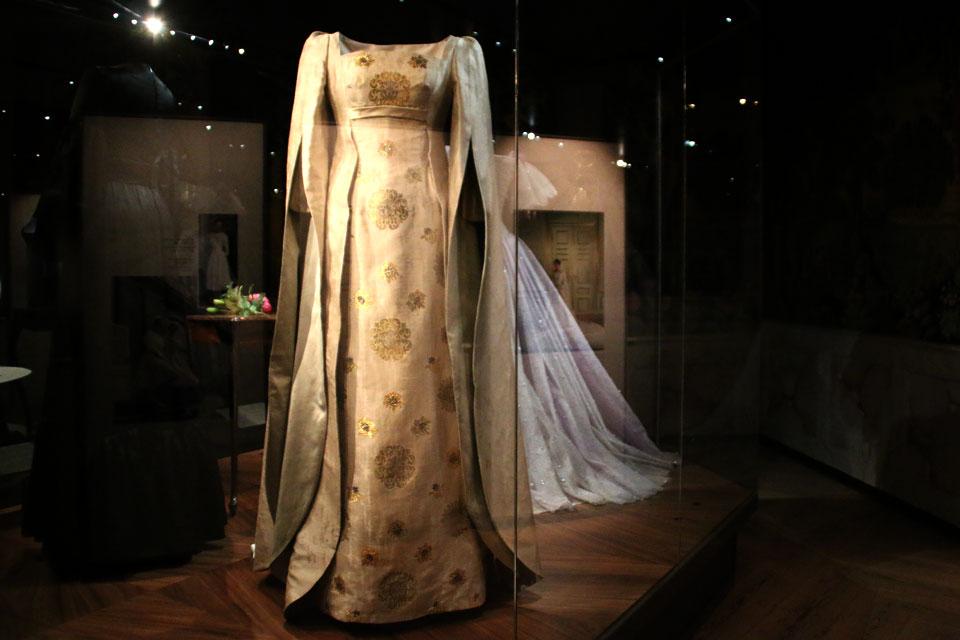 Шелковая парча с фантазийными цветами для серебрянной свадьбы