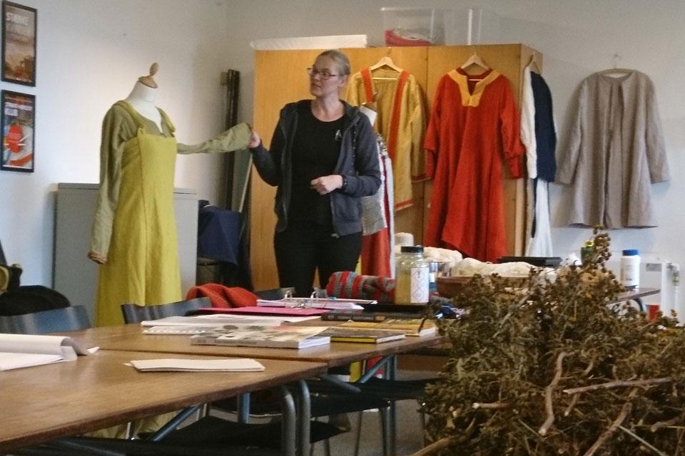 сок из ягод бузины использовался для окрашивания одежды и во времена викингов