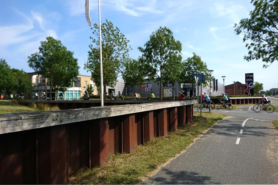 Сооружение в портовой части города Рандерс (Randers)от наводнений, Дания