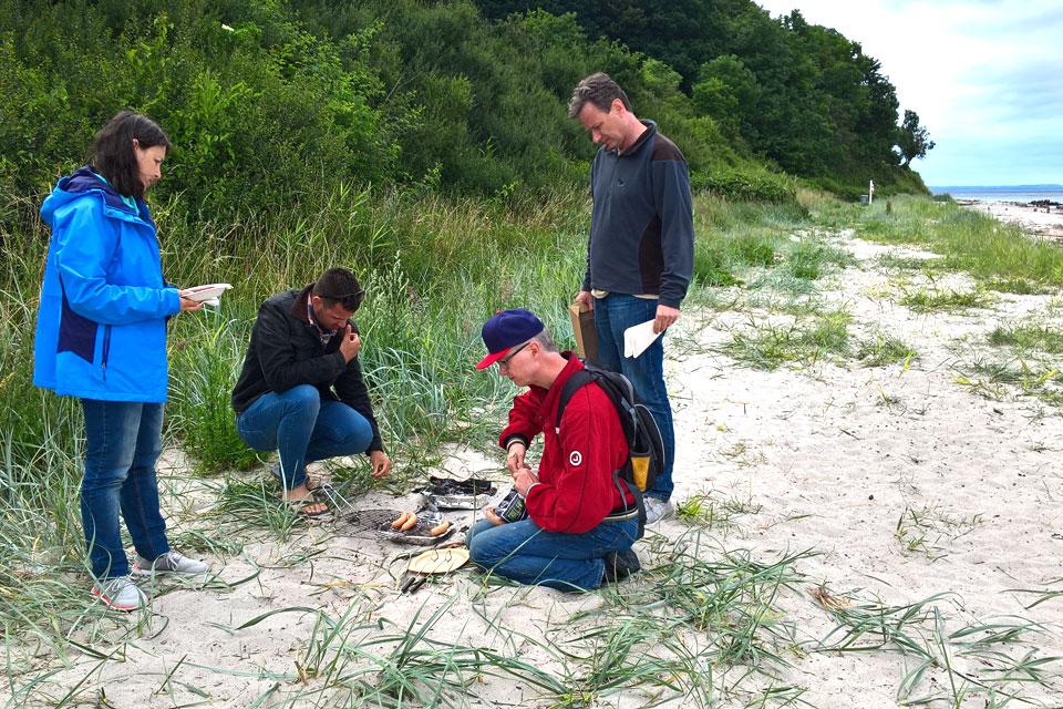 Два года назад мы с друзьями делали гриль на берегу моря
