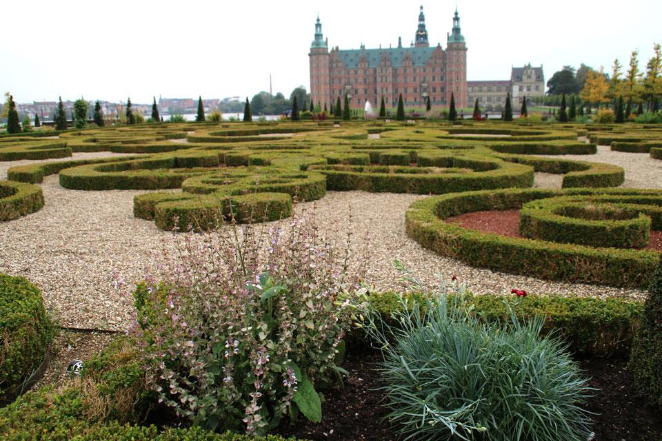 маршрут маргариток проходит мимо Ренессансного замка Фредериксборг