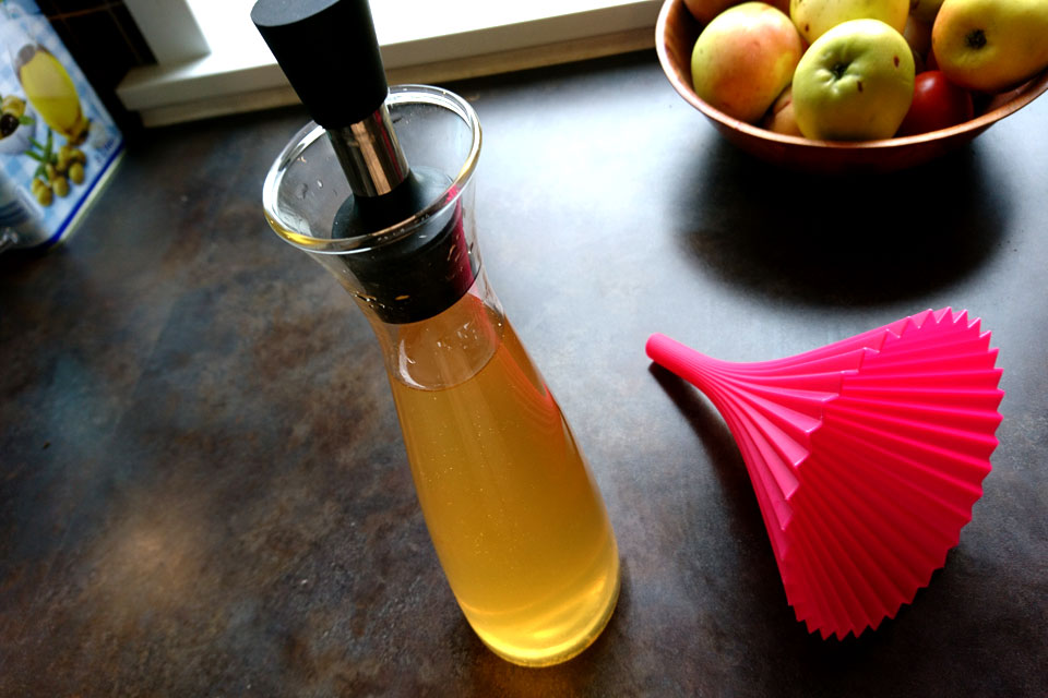 Готовый домашний яблочный уксус