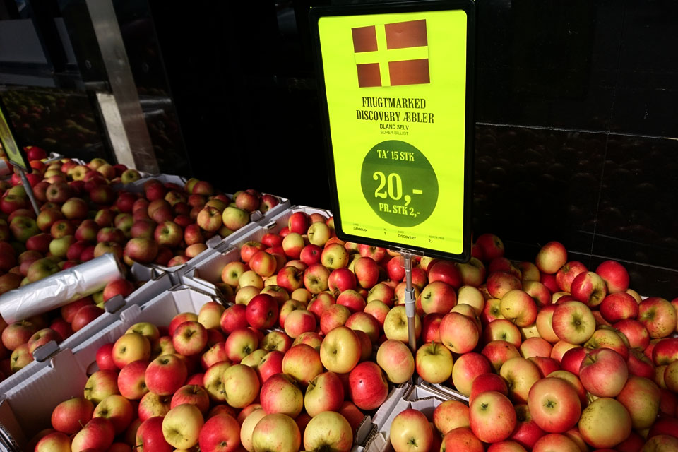 Сорта яблок в магазинах Дании - сорт Дискавери - Discovery