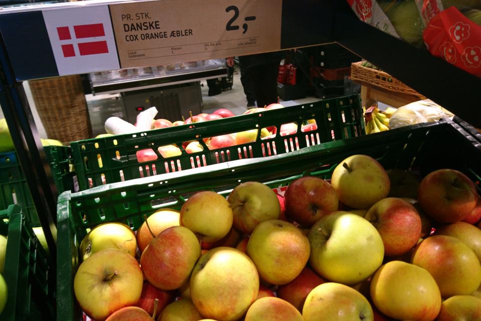 Яблочки сорта Кокс Оранж (Cox Orange). Фото 2 янв. 2019, супермаркет г. Вибю / Viby, Дания