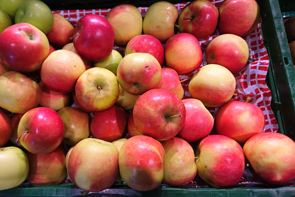 Яблоки сорт Беллида (Bellida). Фото 5 фев. 2019, супермаркет г. Вибю / Viby, Дания