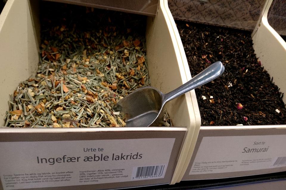 Травяной сбор для чая, в состав которого включены яблоки