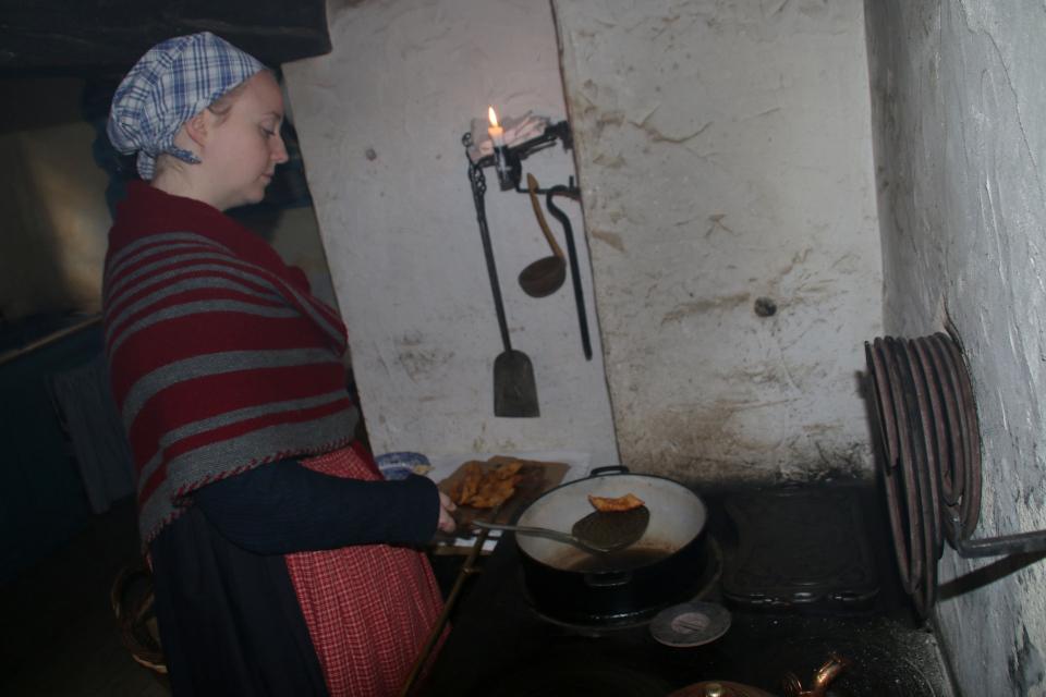 Клейнеры обжариваются в кипящем свином жире