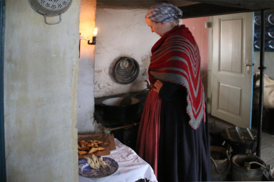 Приготовление клейнеров. Фото 24 дек. 2018, музей Старый Город, Дания