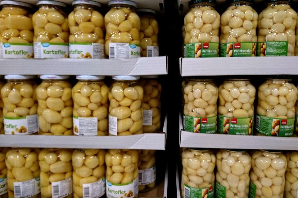 Вареный картофель в банках для быстрого приготовления рождественского блюда