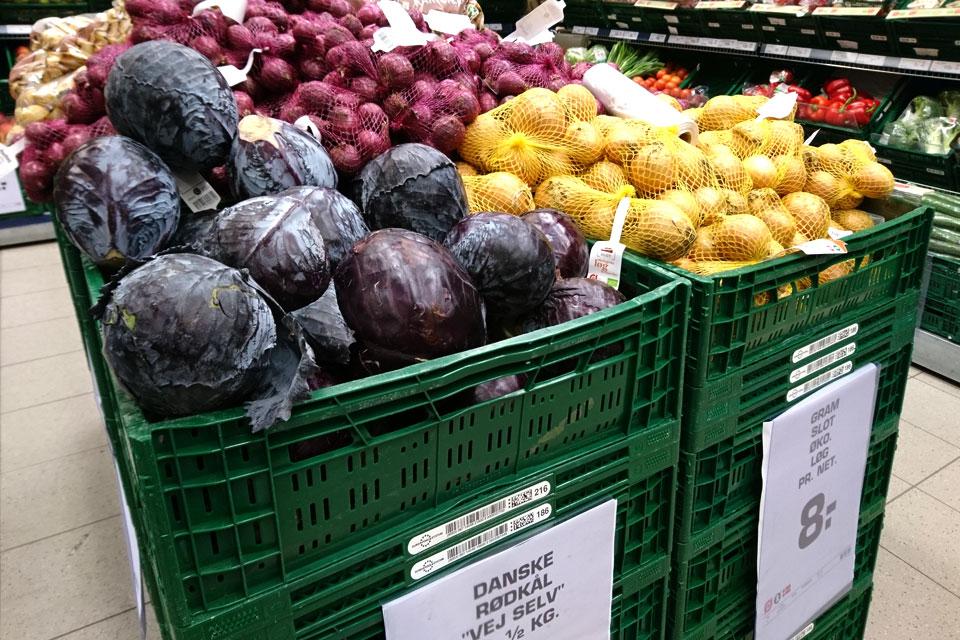 Краснокочанная капуста в супермаркете Дании