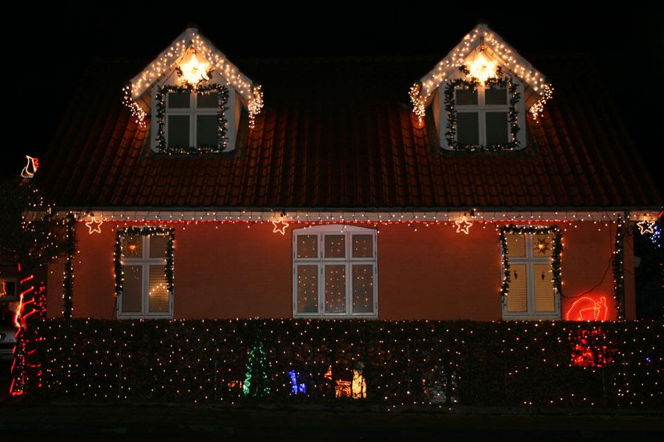 в палисаднике собрались домовые-ниссе на рождественский вечер