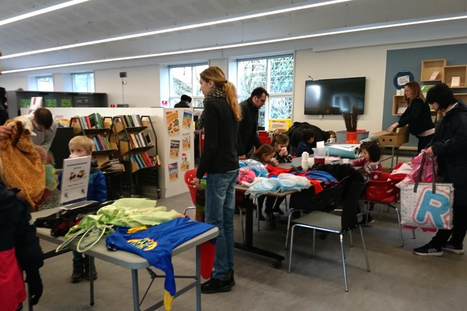 В библиотеке проводится воркшоп по изготовлению украшений для fastelavnsris
