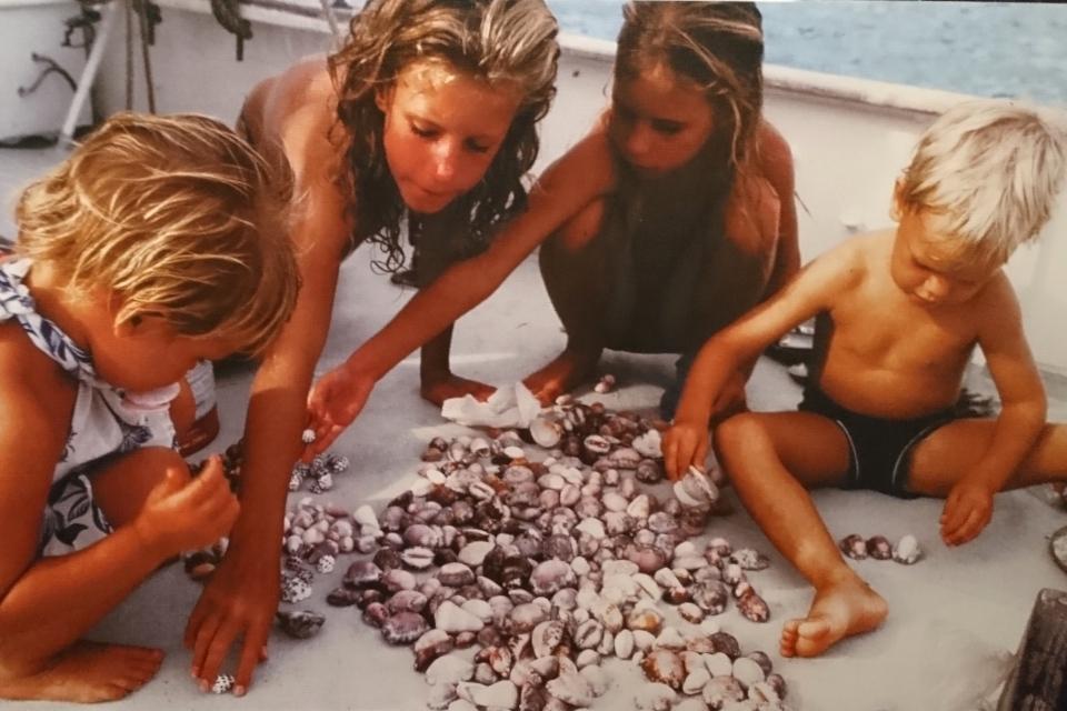 Дети на корабле Nordkaperen во время плавания