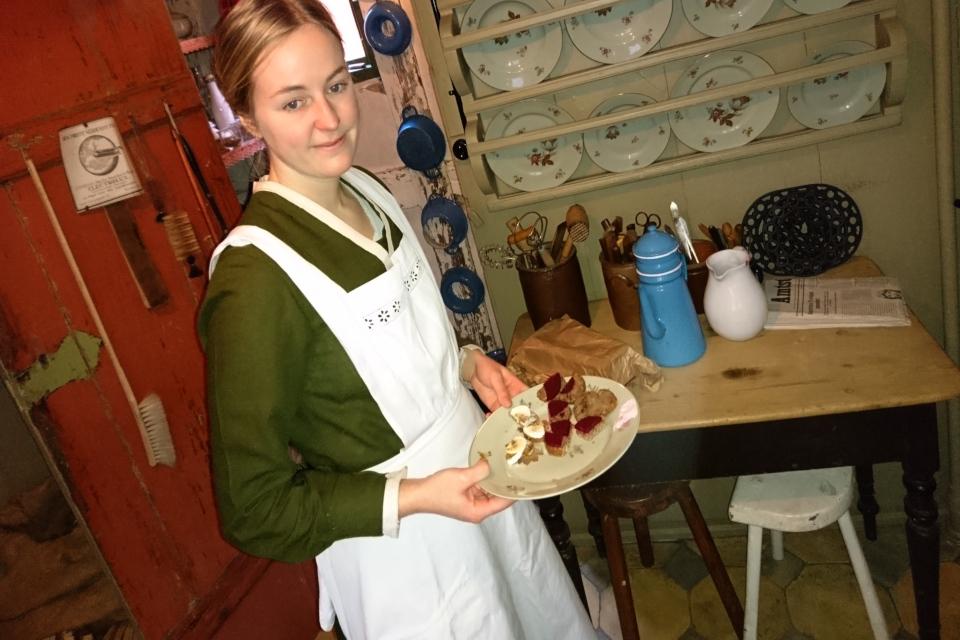 датский бутерброд черный хлеб с печеночным паштетом 12dec18 dengamleby www.florapassionis.com