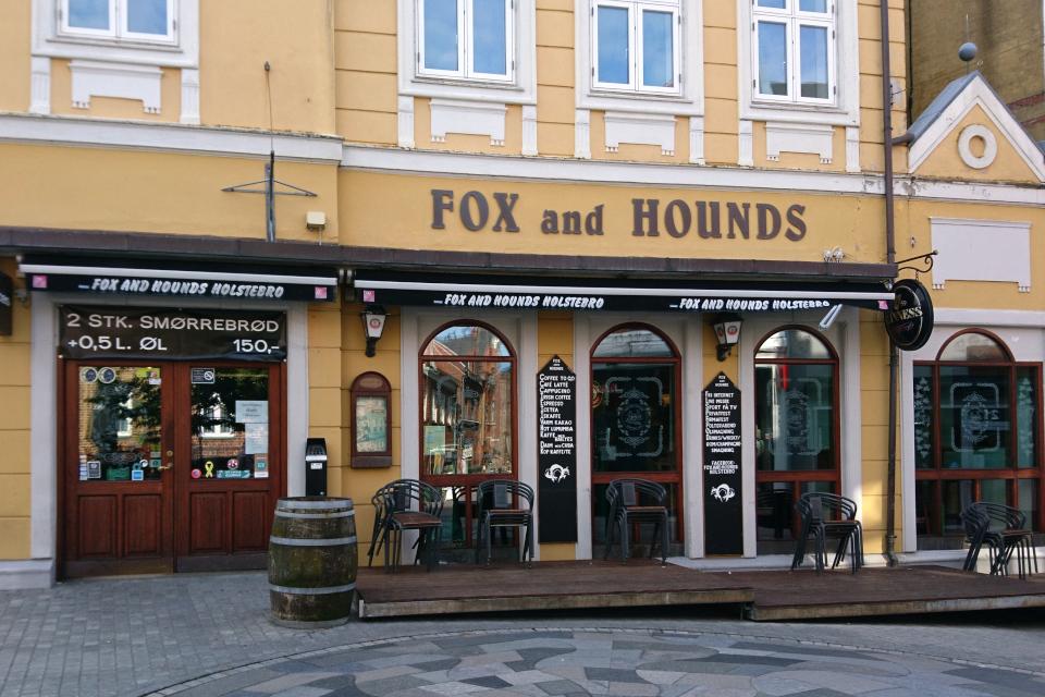 """Паб """"Fox and Hounds"""" с крафтовым пивом на центральной улице г. Хольстебро"""