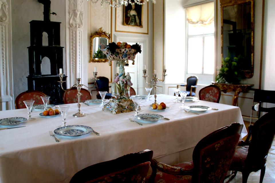 Так мог выглядеть стол для трапезы во дворце русских принцев и принцесс