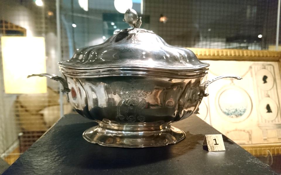 Серебряная посуда - подарок Брауншвейгского семейства