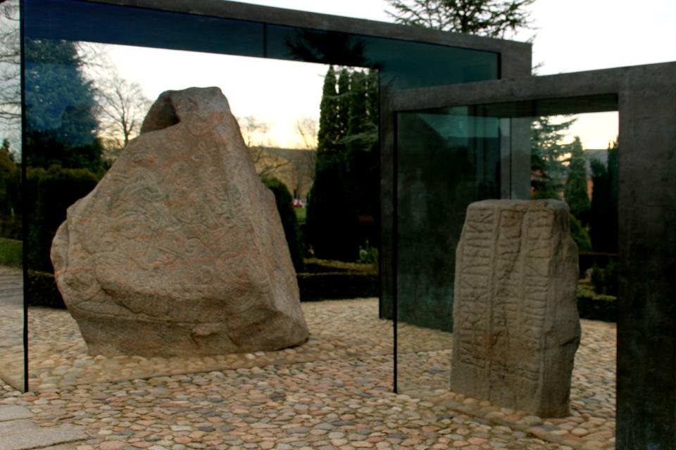 Рунные камни в Еллинге, Дания