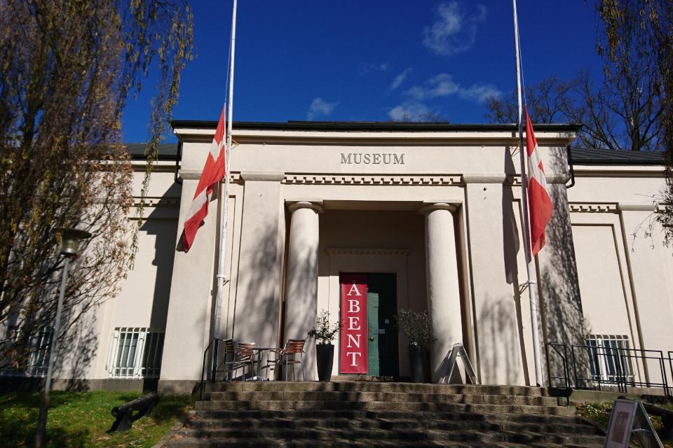 Флаги Даннаброг - день оккупации Дании фашистами