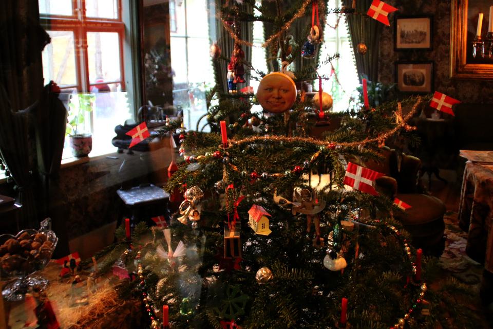 Рождественская елка середины 1800 г в музее Старый Город