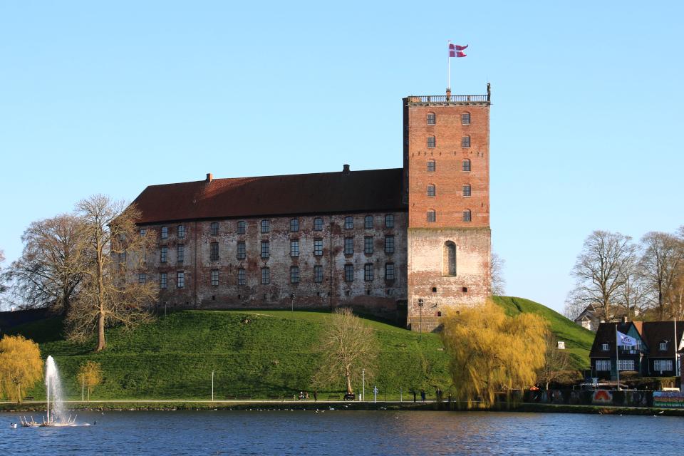 Бывший старинный замок Колдингхус, ранее принадлежавший датским королям