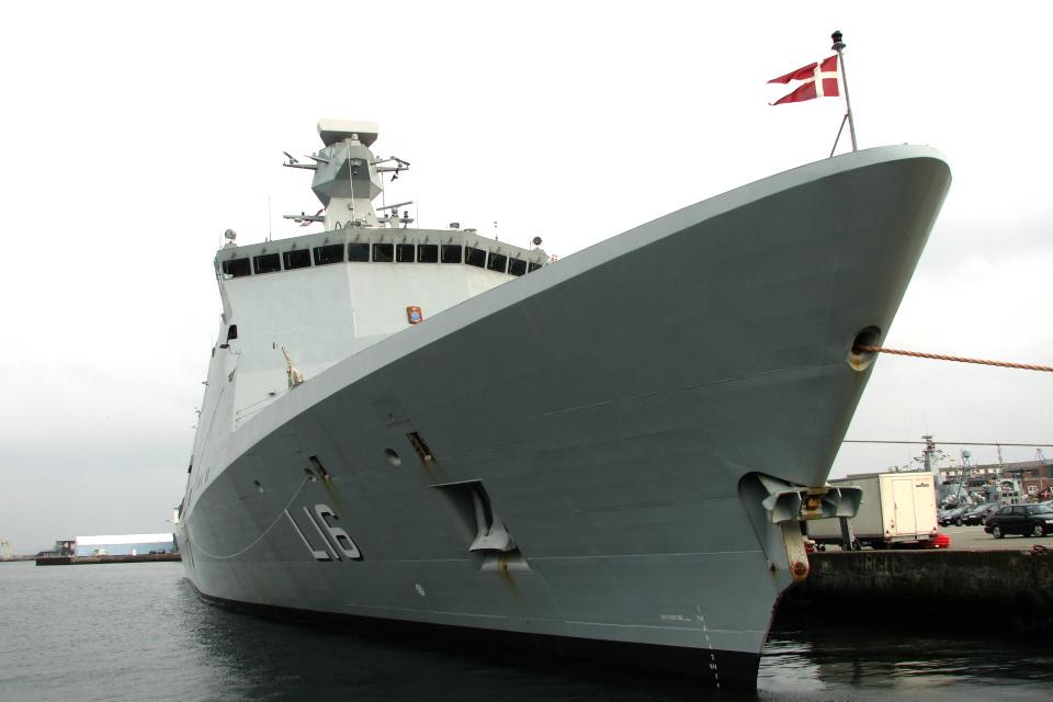 Военный корабль в порту. Фото 8 мар. 2008, г. Орхус, Дания