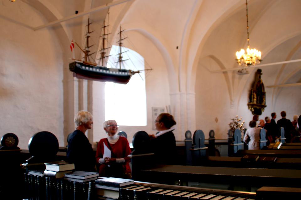 Небольшие копии военных кораблей часто украшают старые датские церкви