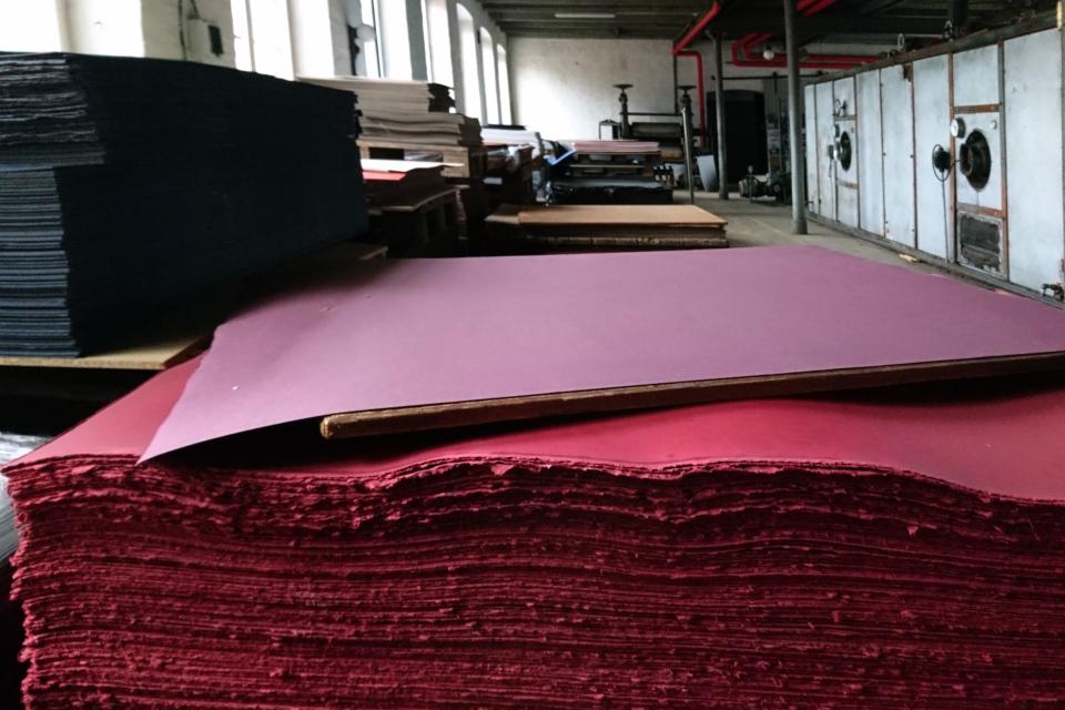 Картон, изготовленный на фабрике Брунсхоб (Bruunshaab Gl. Papfabrik)