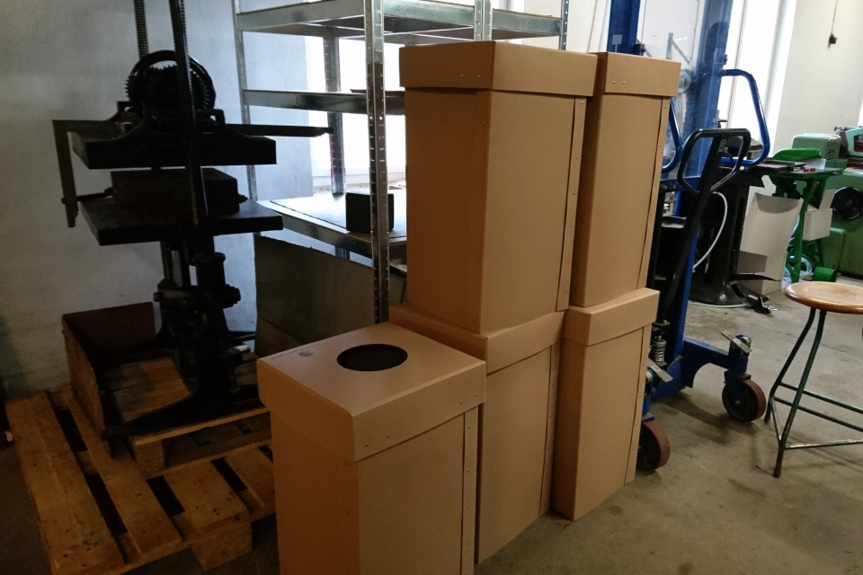 Одноразовые коробки для мусора с логотипом фабрики Брунсхоб