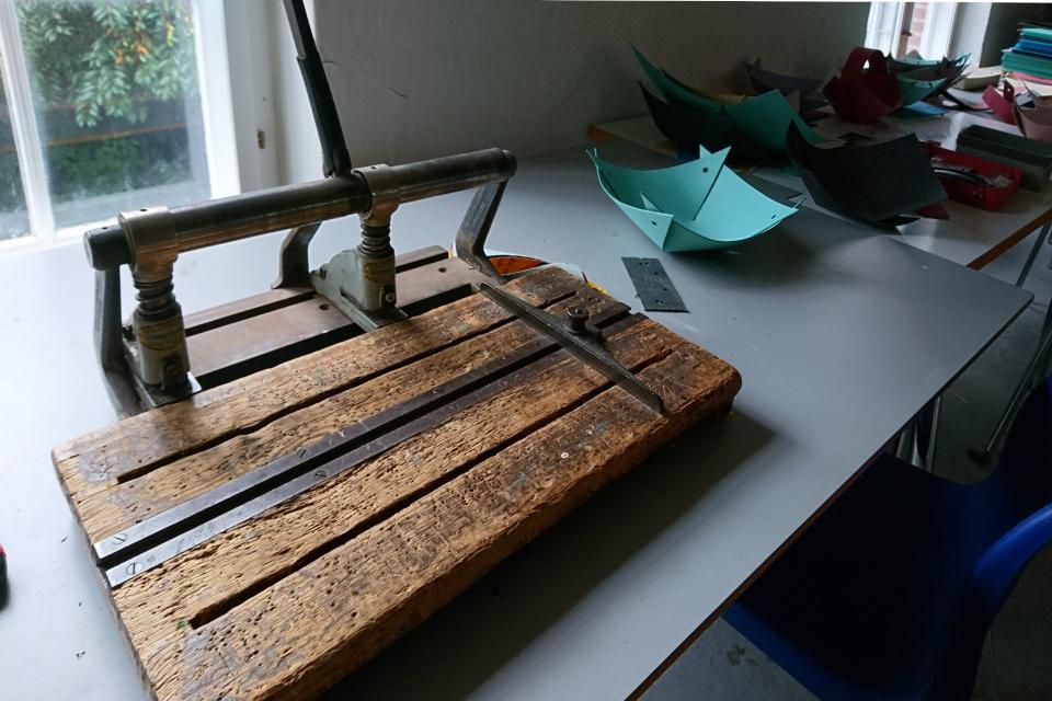 Старый резак для картона на фабрике Брунсхоб