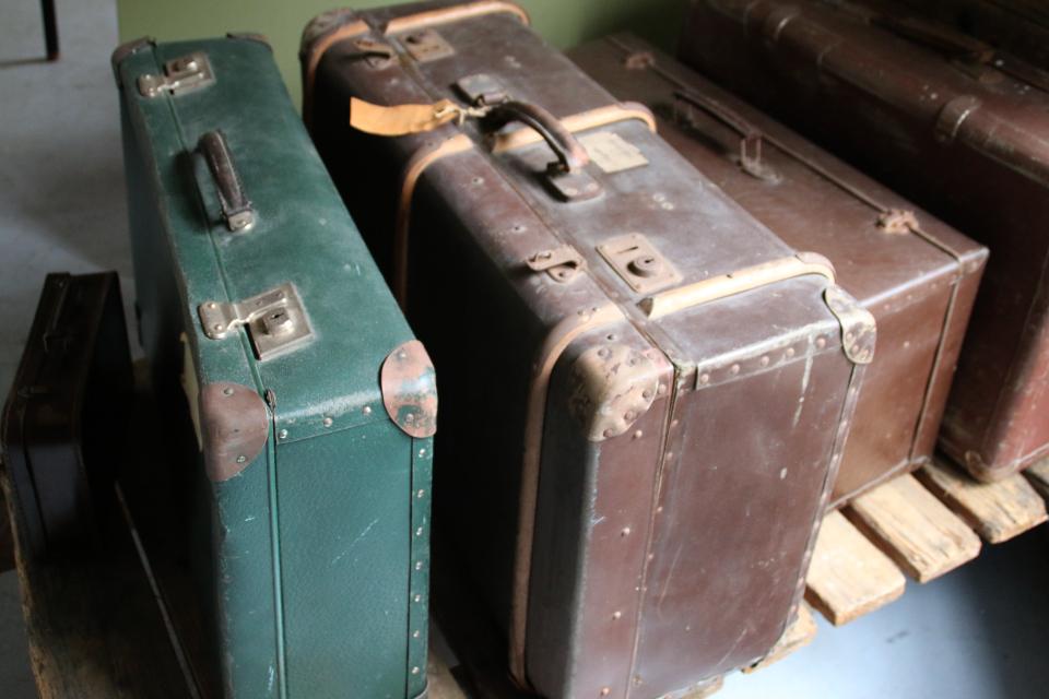 В музее представлены чемоданы, изготовленные из картона фабрики Брунсхоб