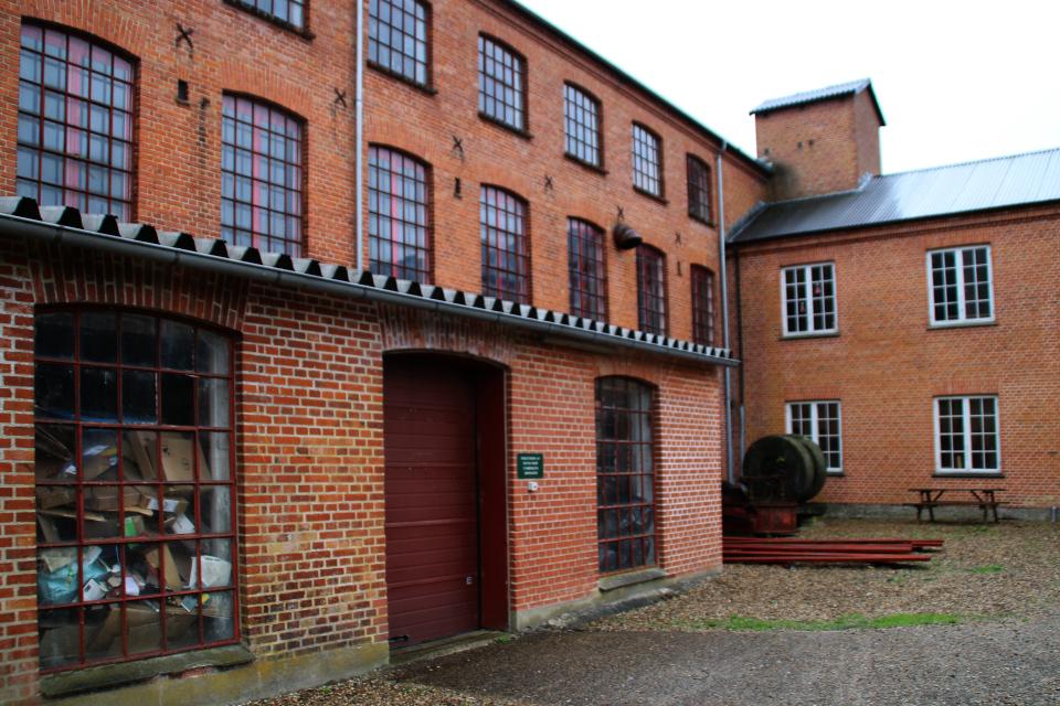 Во дворе построек старой бумажной фабрики Брунсхоб (Bruunshaab Gl. Papfabrik)