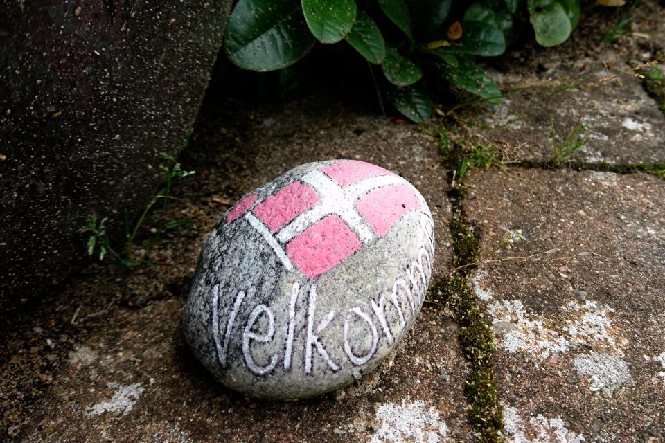 """Камушек с надписью """"Добро пожаловать"""" - """" Velkommen"""""""