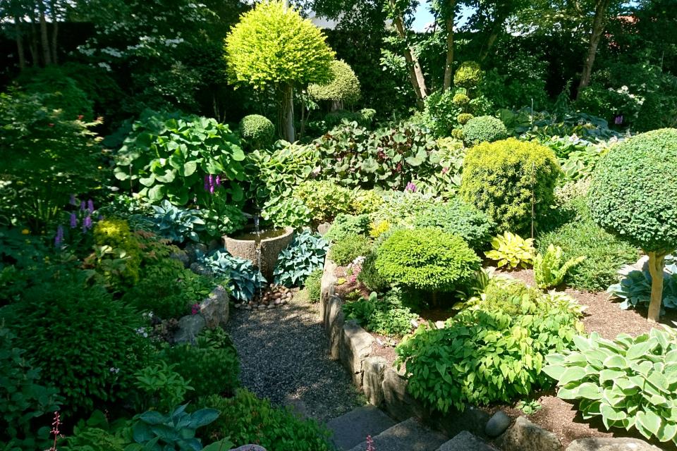 Горка с водопадом, сад Кирстен и Ингольф