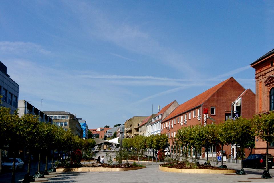 Вид на город Рандерс с булвара Остерпорт (Østerport). Фото 27 июл. 2019, Дания