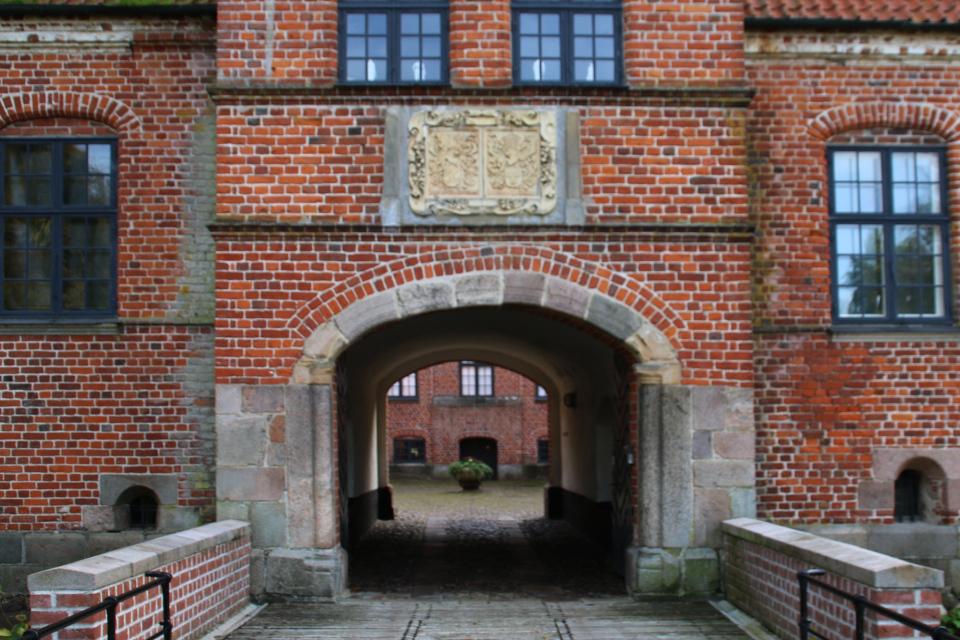 Замок Розенхольм (Rosenholm), построенный в 16 веке на месте старой крепости