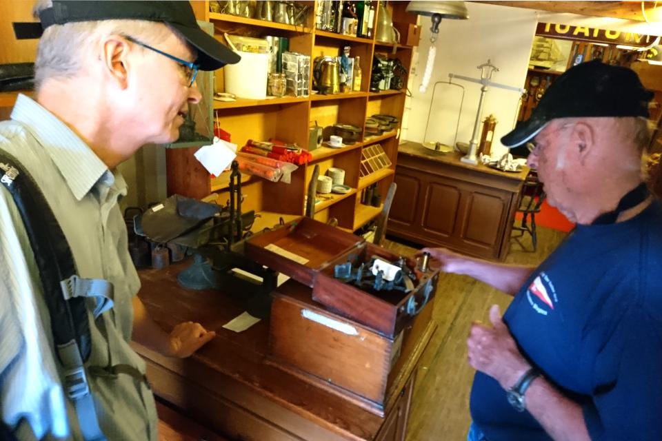 Коллекция старых навигационных измерительных инструментов (сектанты)