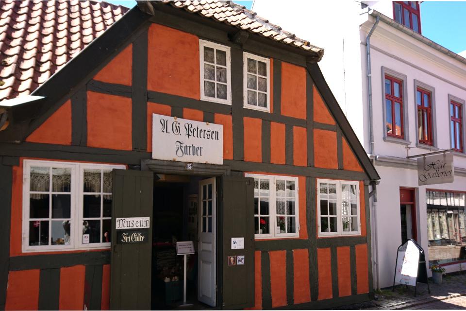 Вход в старую красильню г. Эбельтофт / Ebeltoft, Дания. Фото 27 июн. 2019