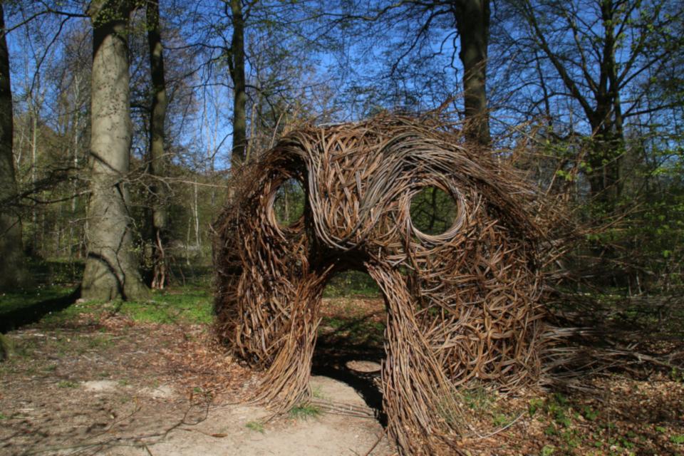 Голова викинга Орм в парке дворца Мосгорд / Moesgaard, г. Хойбьяу / Højbjerg,