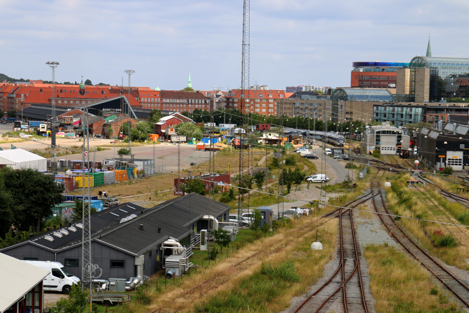 Бывшая железнодорожная транспортная станция (дат. Godsbane) в центре города Орхус