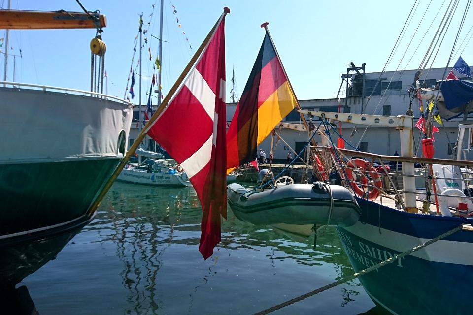 Немецкий парусник Johann Smidt и датский парусник Den Store Bjørn в порту г. Орхус