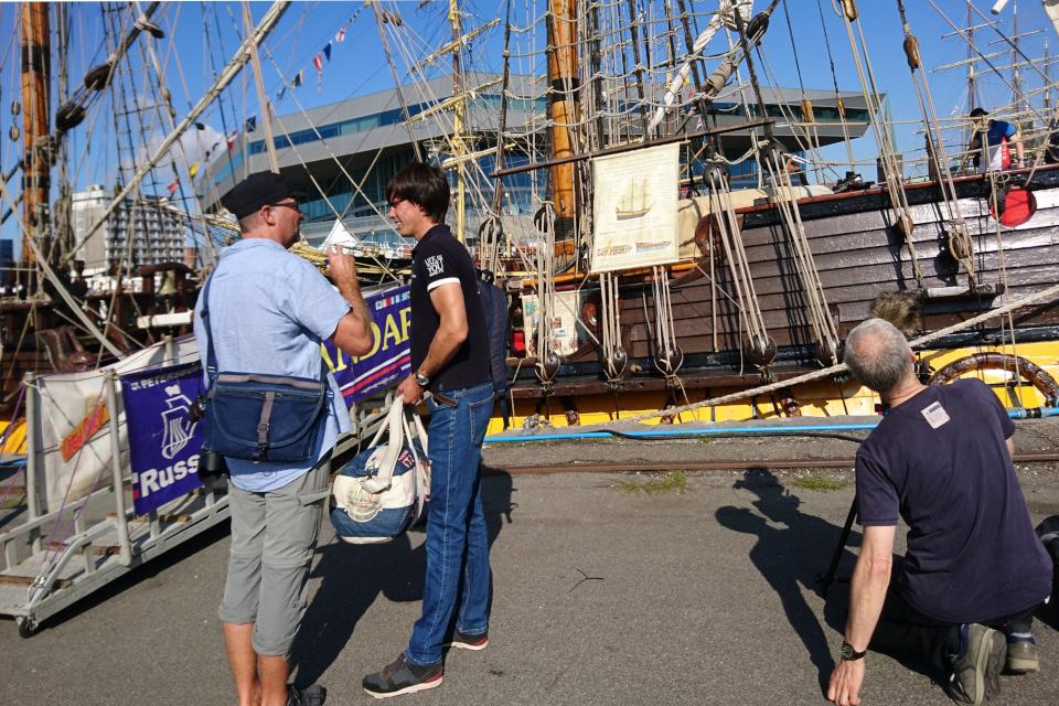 Журналист берет интервью у офицера фрегата Штандарт - Дмитрий Рябчиков