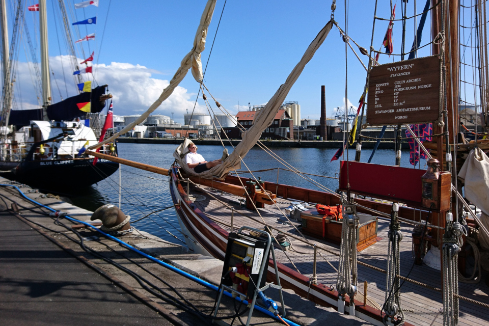 Парусник Wyvern в порту г. Орхус / Aarhus, Дания. Фото 2 авг. 2019.