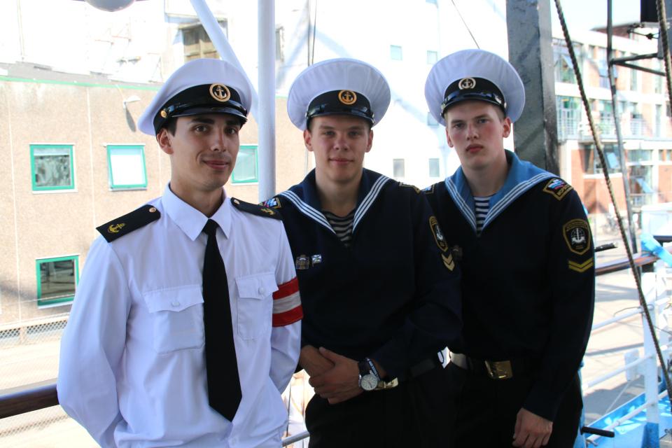 Фотография участники регаты с корабля Мир