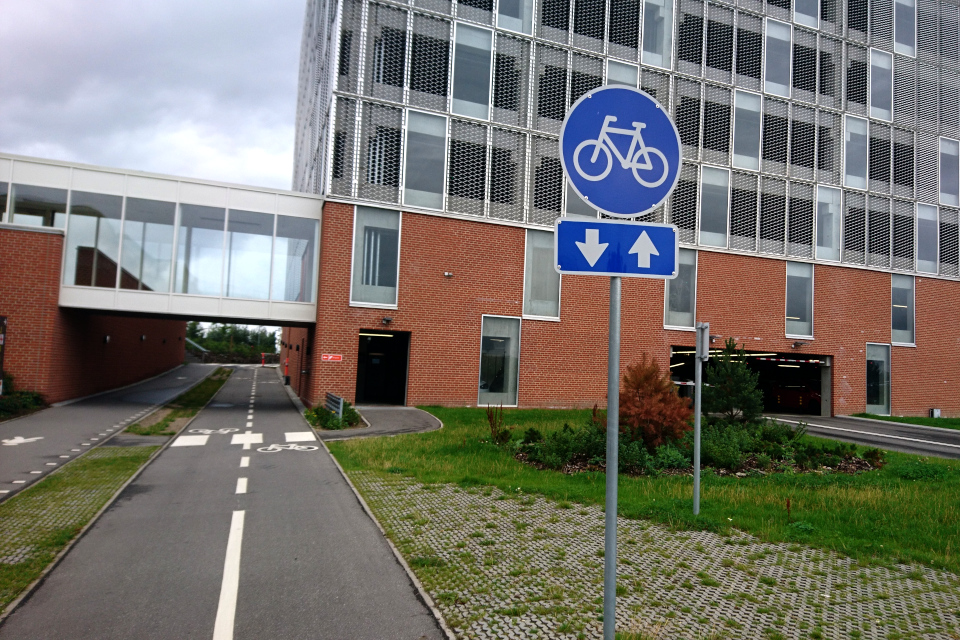 Дорожки для велосипедов и пешеходные тоннели. Университетская больница г. Орхуса