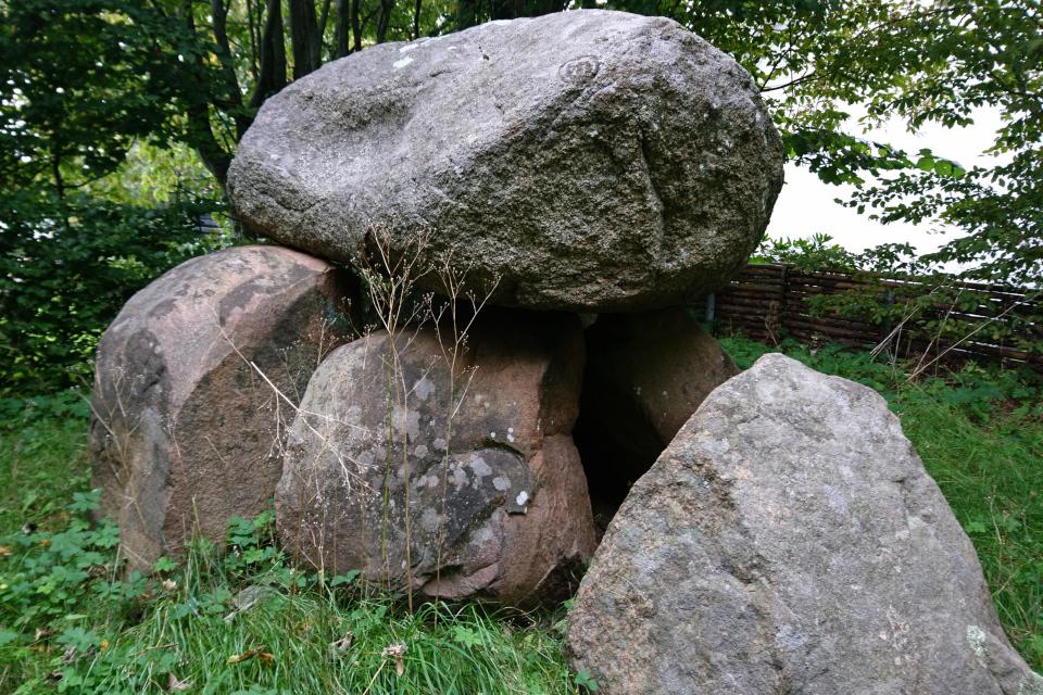 Дольмен Орслев Дания (Årslev-dyssen), вид на северо-восток