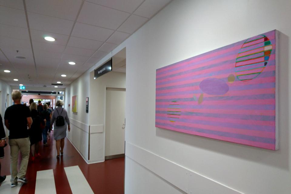 Картина современного датского художника в коридоре университетской больницы г. Орхус