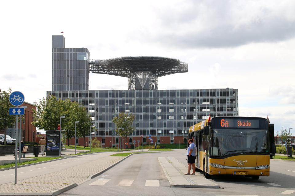Конечная остановка автобуса в городке университетской больницы г. Орхус / Aarhus, Дания.