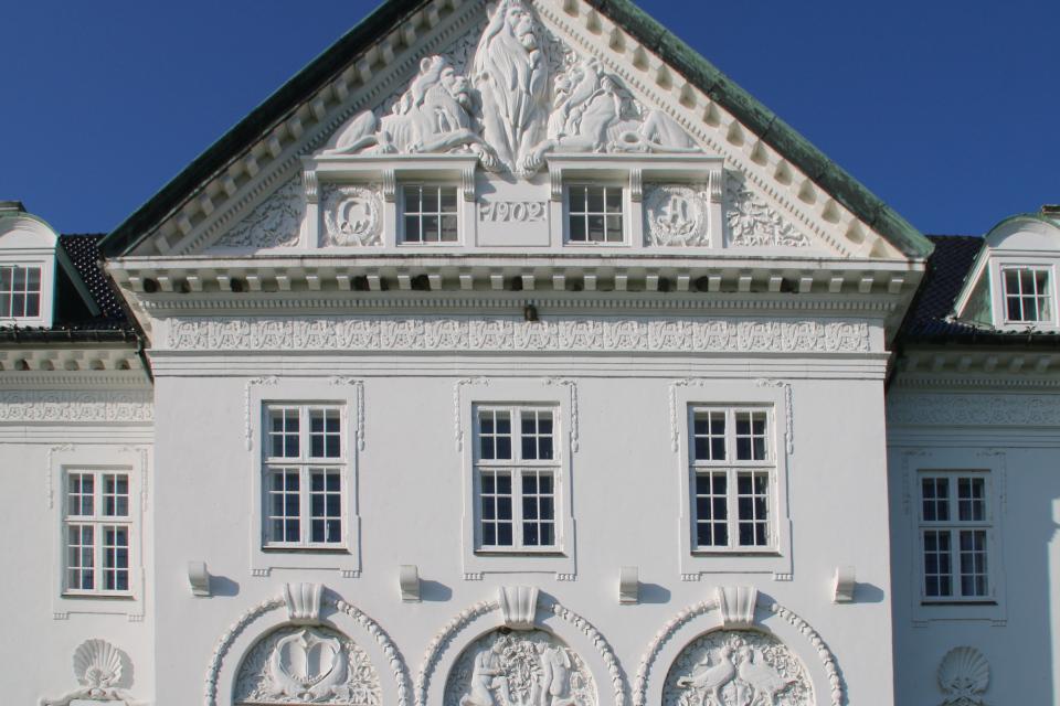 Инициалы первых хозяев дворца Марселисборг